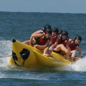 Bedrijfsuitje banaanvaren | Bananenboot vrijgezellenfeest | Eemhof Watersportcenter & Beachclub
