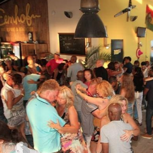 Bedrijfsuitje indoor | Salsa workshop | Eemhof Watersport & Beachclub