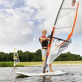 Bedrijfsuitje windsurfen | Eemhof Watersport & Beachclub