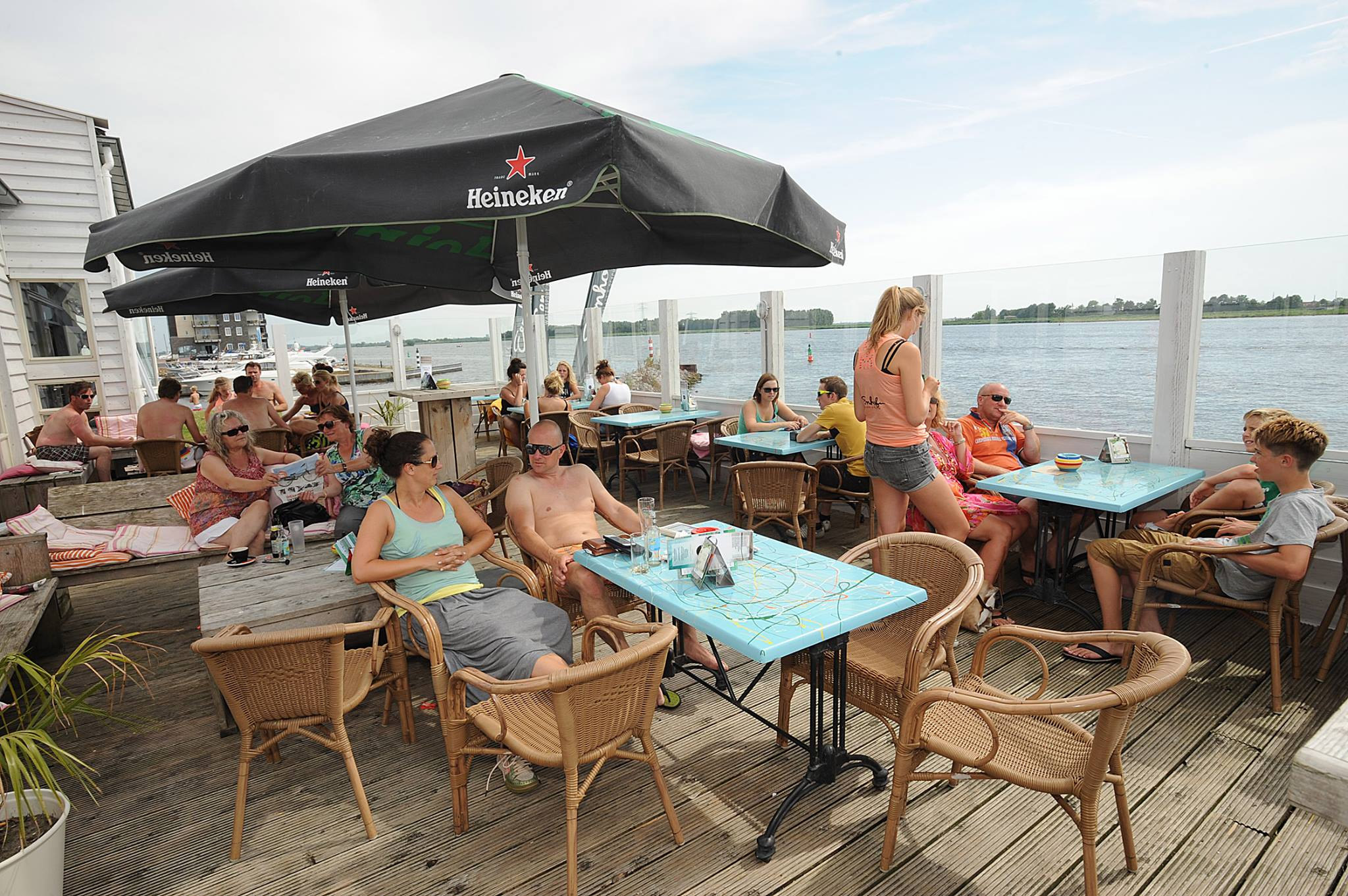 Watersport Flevoland | Barbecue party | Eemhof Watersport & Beachclub