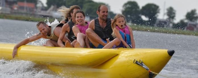 Banaanvaren op de bananenboot van Eemhof Watersport & Beachclub