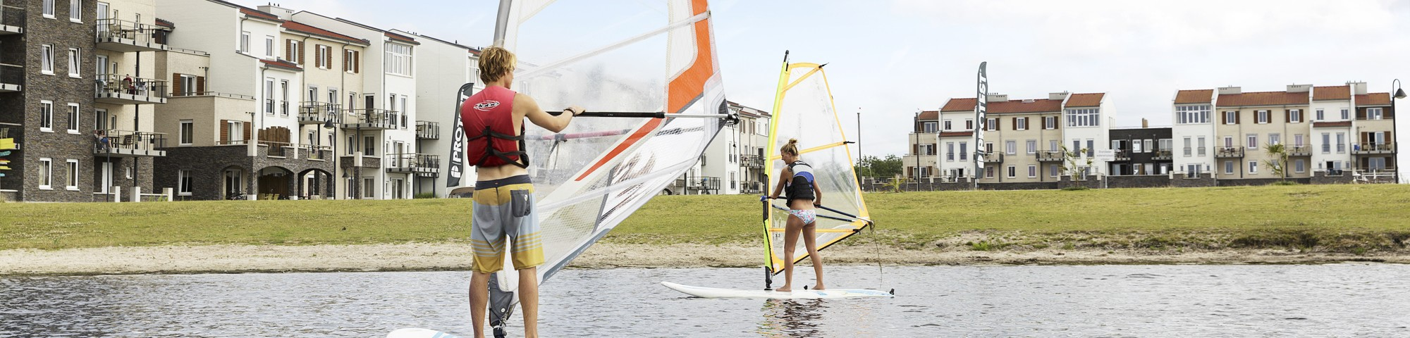 Windsurfen bij Eemhof Watersport & Beachclub